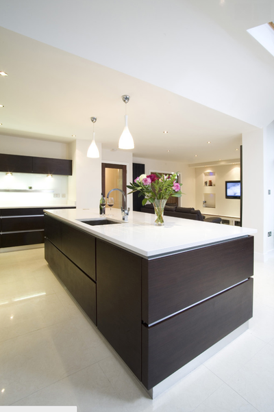 White Handleless Kitchen With 100mm White Silestone Worktop