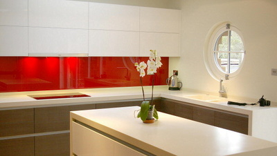 Glass splash backs for kitchens true handleless - Glass wall panels kitchen ...